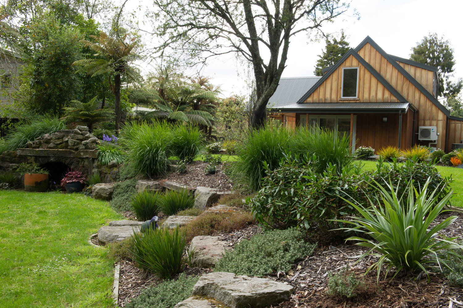Rotorua landscape design michelle young landscapes ltd for Small garden designs nz